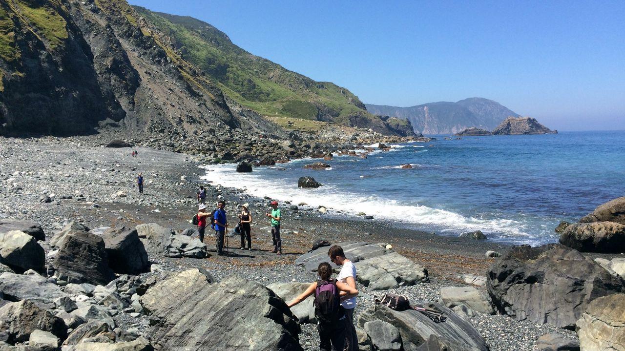 La única playa de arena negra no volcánica del planeta está en Galicia